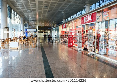 BARCELONA, SPAIN - CIRCA NOVEMBER, 2015: Relay store at Barcelona airport. Relay is a chain of newspaper, magazine, book, and convenience stores, mostly based in train stations and airports. #501114226