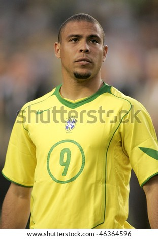 BARCELONA SPAIN MAY 25 Brazilian player Ronaldo before the friendly match between Catalonia vs Brazil at Nou Camp Stadium on May 25 2004 in Barcelona Spain
