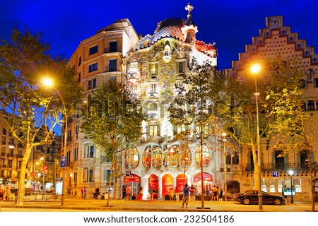 Shutterstock BARCELONA, SPAIN - SEPT  04, 2014: Night outdoor view  Gaudi's  creation-house Casa Batlo.Casa Batllo was built in 1877 by Antoni Gaudi.  September 04, 2014 in Barcelona, Spain.