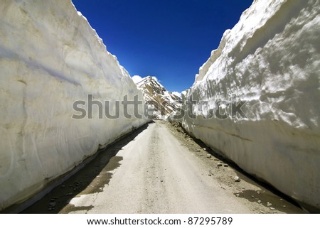 Barlachala pass in Leh Manali Highway, roads through ice walls with snow peak of himalaya in background