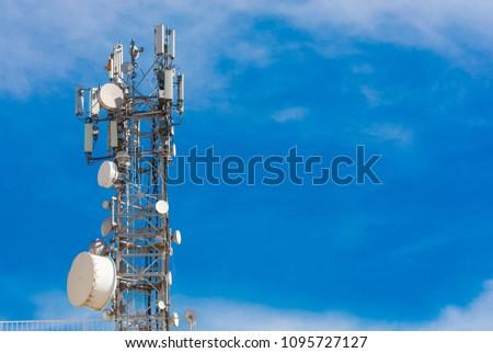 base station. mobile phone communication signal, antenna and radio transmitter receiver.  ileti?im arka plan. ?zole mavi arka plan. Metniniz için bo? alan Stok fotoğraf ©