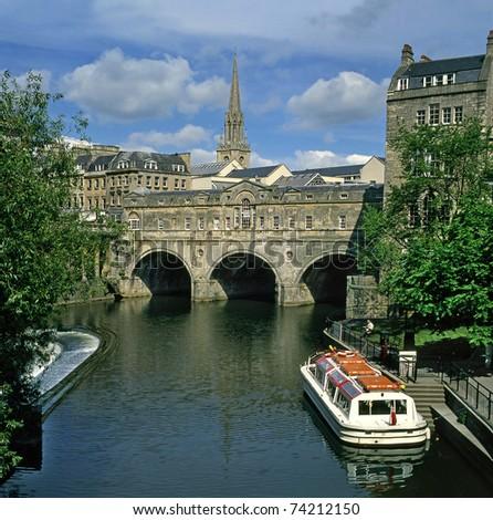 Bath, View of the Pulteney Bridge, River Avon, England, UNESCO World Heritage Site