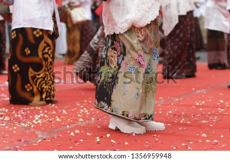 Batik sarongs are very synonymous with the culture of Pekalongan people. where the Pekalongan people use batik sarongs in their daily lives
