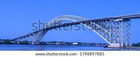Bayonne Bridge in Bayonne, NJ from Dennis P. Collins Park Zdjęcia stock ©
