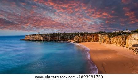 Beach and cliffs of Senhora da rocha, in Lagoa, Algarve, Portugal Foto stock ©