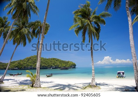 Beach in Angthong national marine park close to Koh Samui, Thailand