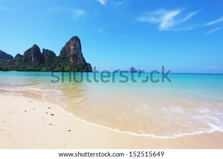Beach, surf, ocean, sky ... Island in the Gulf of Thailand, the tourist season
