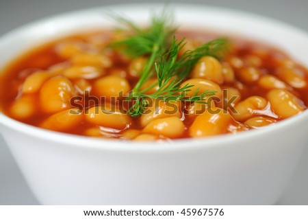 Beans in tomato sauce in a porcelain bowl