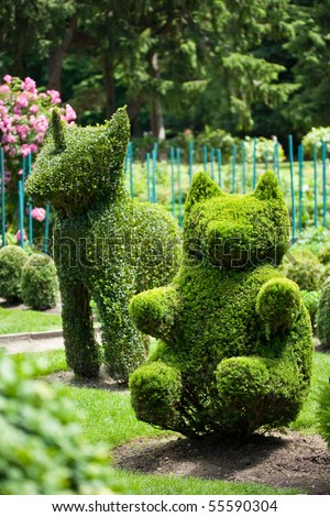 stock-photo-bear-and-unicorn-shaped-bushes-in-a-topiary-garden-55590304.jpg