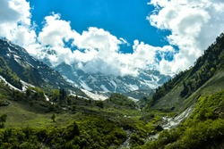 Beas Kund is situated at 12,140 ft. Above sea level in Kullu valley. Grasslands and snow-covered mountains of Pir Panjal range envelop this glacial lake. The trek starts from Dhundi (21kms from Manali