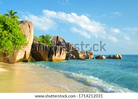 Beatiful beach Anse Source d'Argent with big granite rocks in sunny day. La Digue Island, Seychelles. Photo stock ©