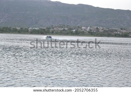 Beautful attractive pic of lake around beautiful mountains looking amazing Photo stock ©