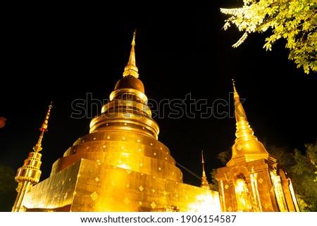 beautiful architecture at Wat Phra Sing Waramahavihan temple at nught in Chiang Mai province, Thailand. Zdjęcia stock ©