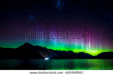 Beautiful Aurora Australis and milky way over Lake Wakatipu, Kinloch, New Zealand South Island Stockfoto ©