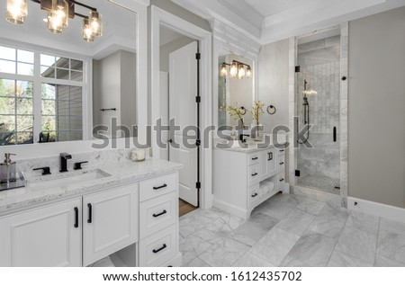 Beautiful bathroom in new luxury home with two vanities, sinks, and mirrors. Foto d'archivio ©