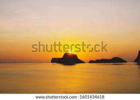 beautiful beach sunrise ,Colorful ocean beach sunrise ,peaceful nature background,Amazing beach sunrise,Colorful ocean beach sunrise