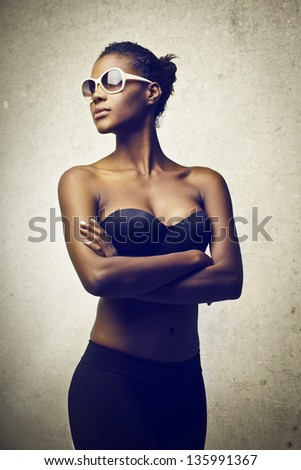 beautiful black woman with sunglasses