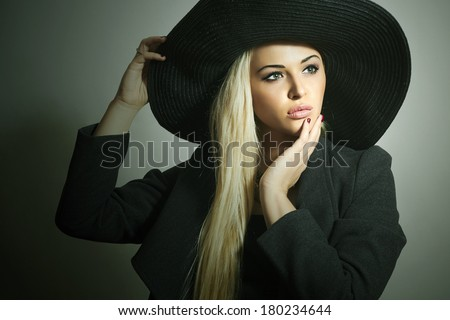 Beautiful Blond Woman in Hat. Fashionable Lady in Topcoat. Elegance Beauty Girl. Spring Collection