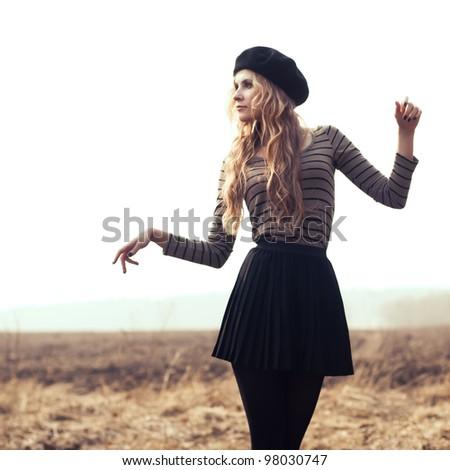 beautiful blonde posing in a field
