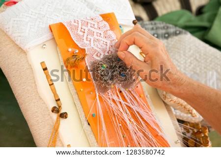 beautiful bobbin lace making