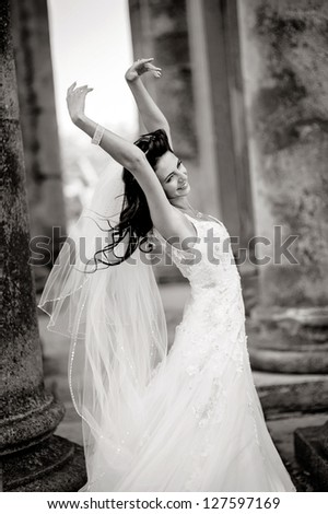 Beautiful bride posing, black and white version