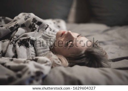 Beautiful caucasian woman sleeping in bed under gray blanket with head without pillow comfortable and happy. girl with relax for health concept Foto stock ©