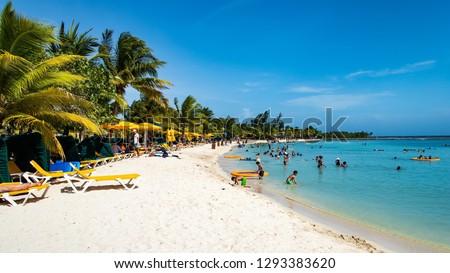 Beautiful day on the beach in Mahogany Bay, Roatán, Honduras.