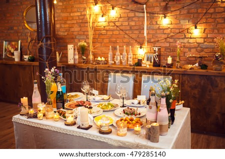 Beautiful decorated wedding table. candles on the table during the evening wedding dinner
