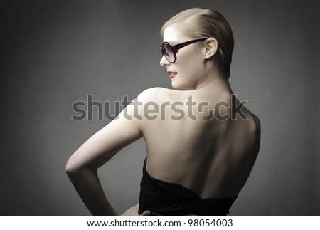 Beautiful elegant woman wearing fashion sunglasses