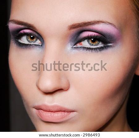 Красив грим Stock-photo-beautiful-face-black-violet-make-up-of-eyes-green-eyes-2986493