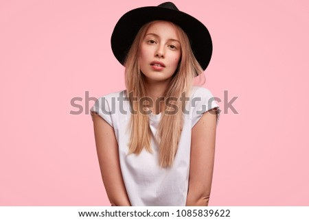 309d76f7f8e9e Royalty-free Close up Portrait of a Confident Young…  272756699 ...