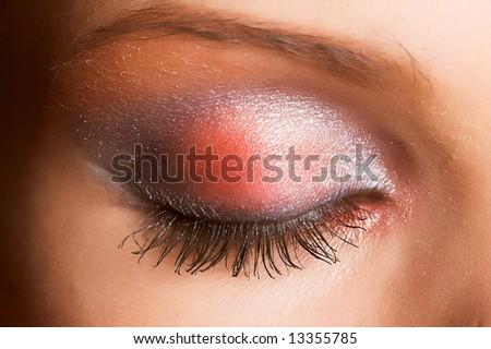 Красив грим Stock-photo-beautiful-female-eyes-with-sparkly-make-up-13355785