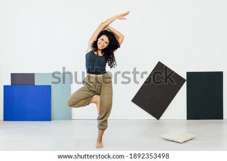 Beautiful flexible woman yoga asana gymnastics flexibility body fitness Foto stock ©