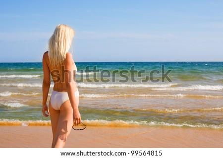 Beautiful girl looking to the sea. #99564815