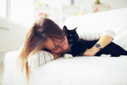 Beautiful girl sleeps with a cat