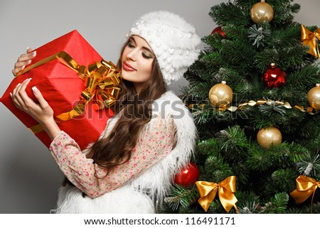 Beautiful  girl  with christmas gift in hand. Christmas concept