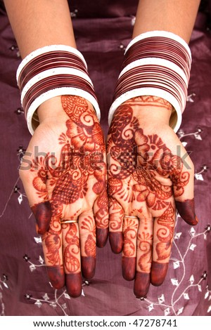 Beautiful henna design on bride's hands