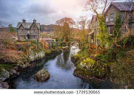 Beautiful houses in autumn landscape of Betws y Coed, Wales Foto stock ©