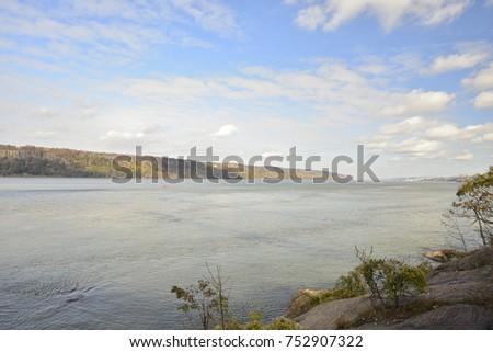 Beautiful Hudson River #752907322