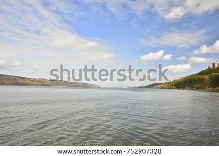 Beautiful Hudson River #752907328