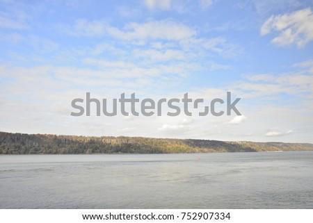 Beautiful Hudson River #752907334
