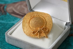 Beautiful lady's straw hat shaped golden brooch