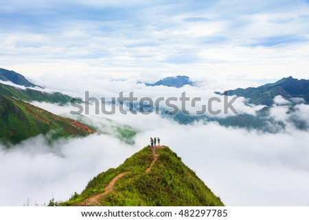 Beautiful landscape on the mountain above clouds, Vietnam most view for travel checking on mountain. Foto stock ©