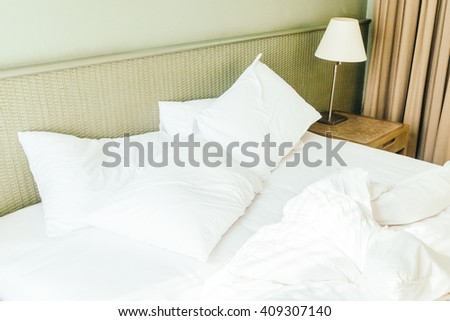 Beautiful Luxury White Sheet Pillow On Bed Decoration In Bedroom Custom How To Decorate Bed With Pillows