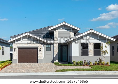 Beautiful Modern new construction home in a residential area in Miami Florida. Foto stock ©