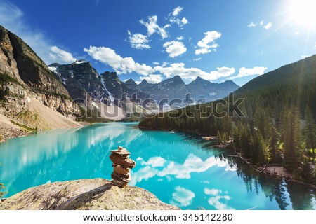 beautiful moraine lake in banff ...