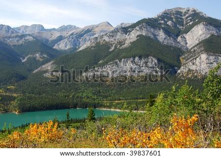 Beautiful mountains and alpine lake in fall in kananaskis country, alberta, canada