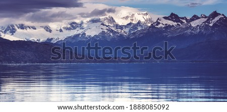 Beautiful mountains landscape along gravel road Carretera Austral in southern Patagonia, Chile Foto stock ©