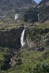 Beautiful natural cascade mountain vallée Pineta Spain parc parc national d'Ordesa et du Mont Perdu