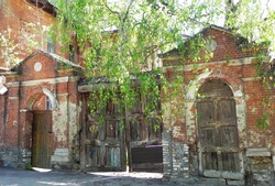 Beautiful noble estates in the city of Serpukhov. Remained after tsarist Russia and soon will disappear forever ...